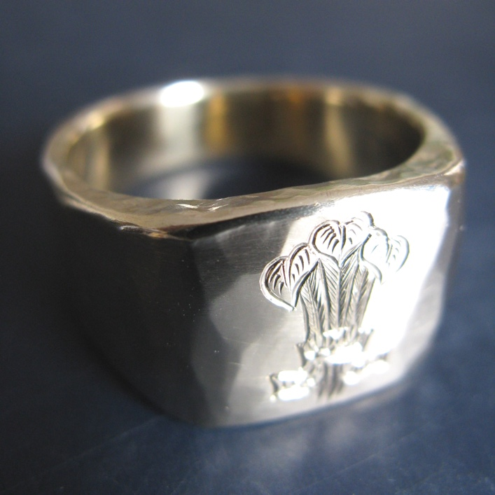 HJ_BESPOKE_9ct Gold Signet Ring with Family Crest