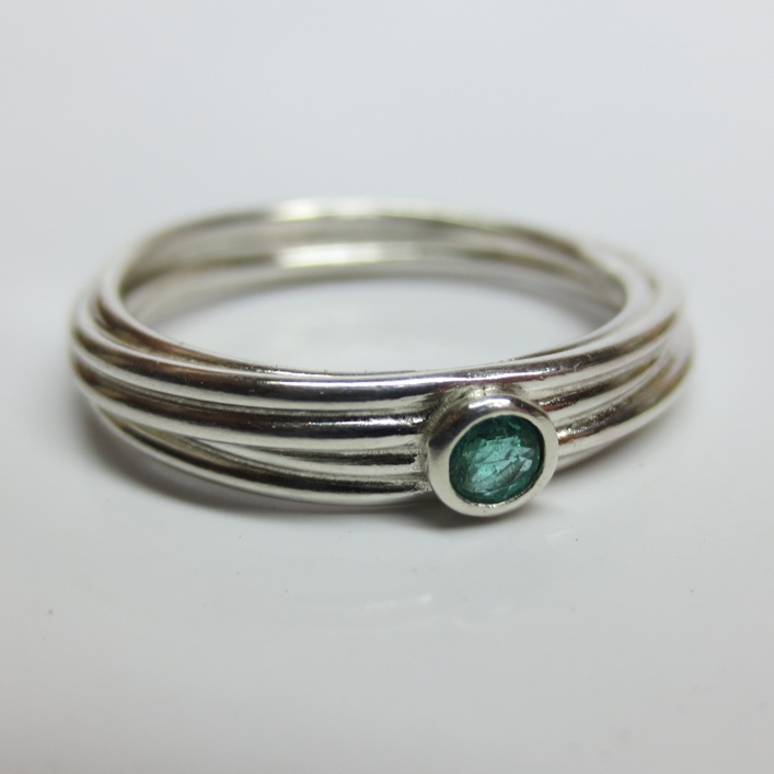 HJ_BESPOKE_9ct white Strand ring with Emerald