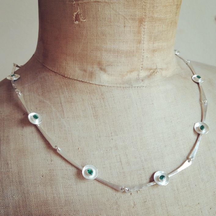 HJ_BESPOKE_Emerald Ring, Neckpiece and Earrings Set7