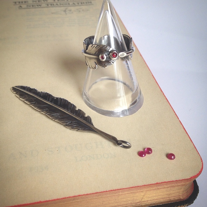 HJ_BESPOKE_Feather Ruby Ring