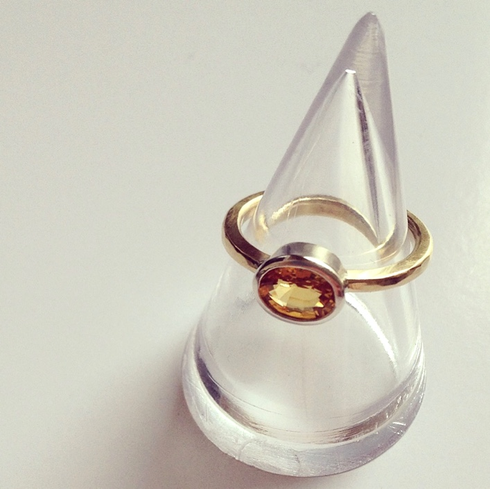 HJ_BESPOKE_Gold and Yellow Sapphire Ring3