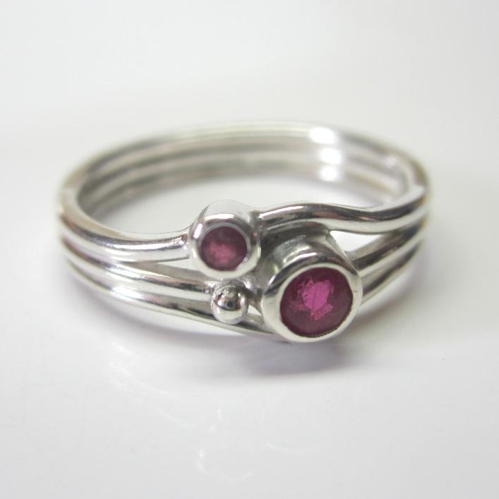 HJ_BESPOKE_Ruby Strand ring