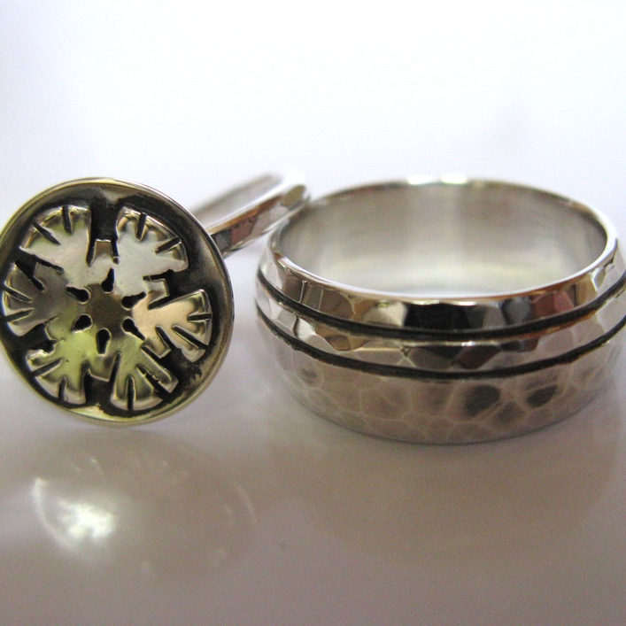 HJ_BESPOKE_Snowflake and carved band in silver