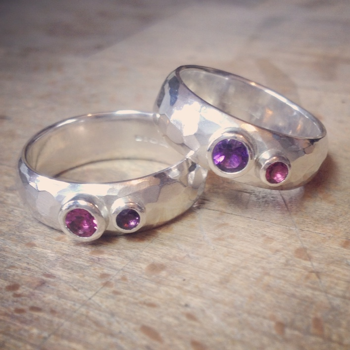 HJ_BESPOKE_Tourmalin and Amethyst Wedding Bands