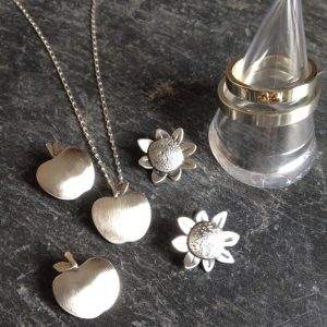 HJ_BESPOKE_Wedding Bands and Bridesmaids Pendants