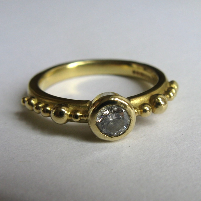 HJ_BESPOKE_Diamond Granulation Ring