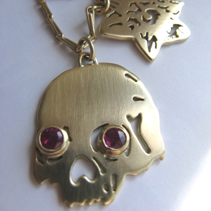 HJ_BESPOKE_Gold and Ruby Skull