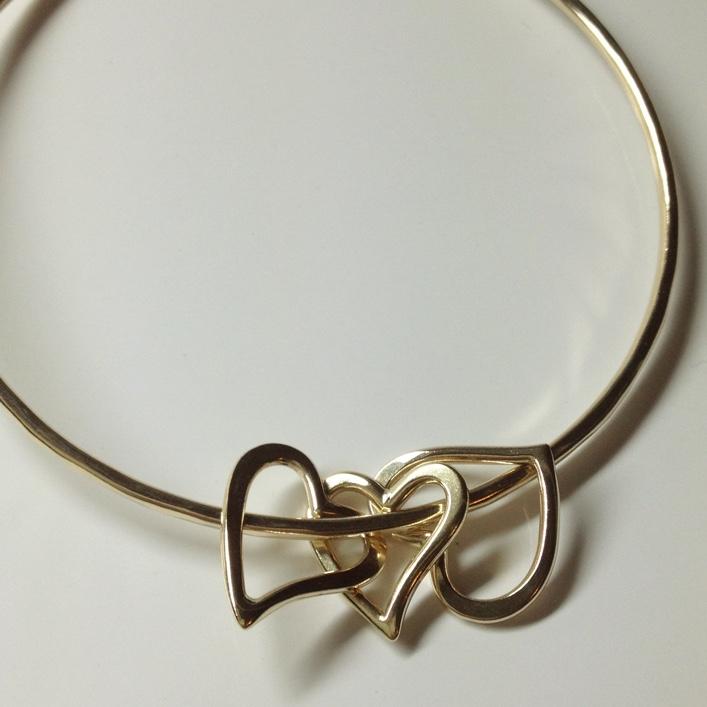 HJ_BESPOKE_9ct Gold Heart Bangle
