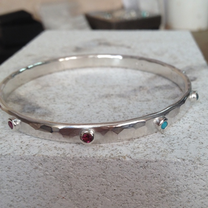 HJ_BESPOKE_Birthstone Bangle