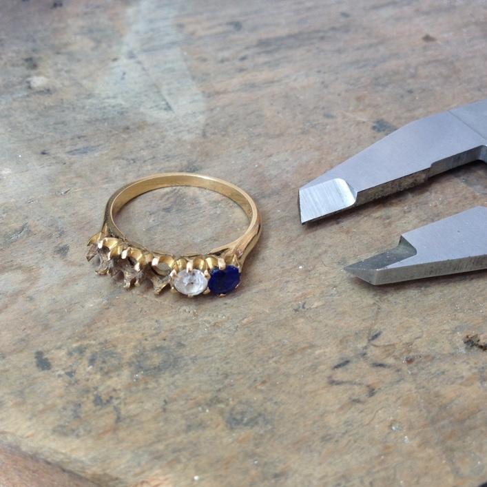 HJ_BESPOKE_Inherited Sapphires, Twist Ring 2