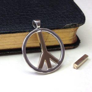 HJ_BESPOKE_PEACE PENDANT
