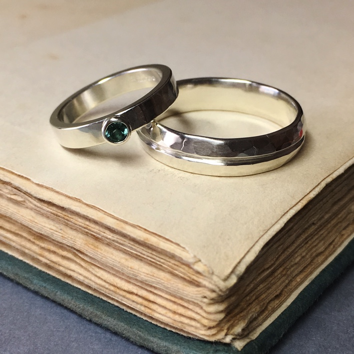 hj_bespoke_rings-emerald-thick-band