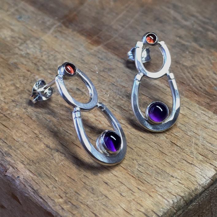 hj_bespoke_Horseshoe_earrings-with-stones