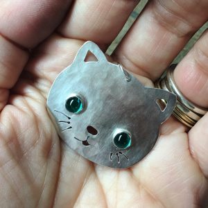 hj_bespoke_cat-pendant-with-emerald-eyes