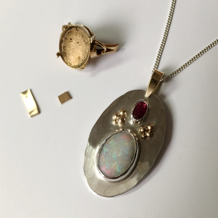 hj_bespoke_moonstone-and-ruby-pendant-2