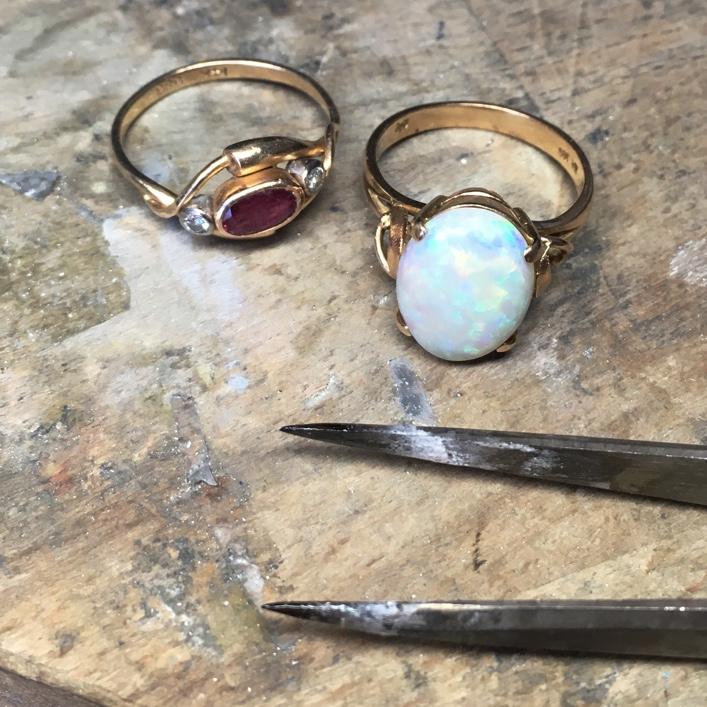 hj_bespoke_moonstone-pendant-process