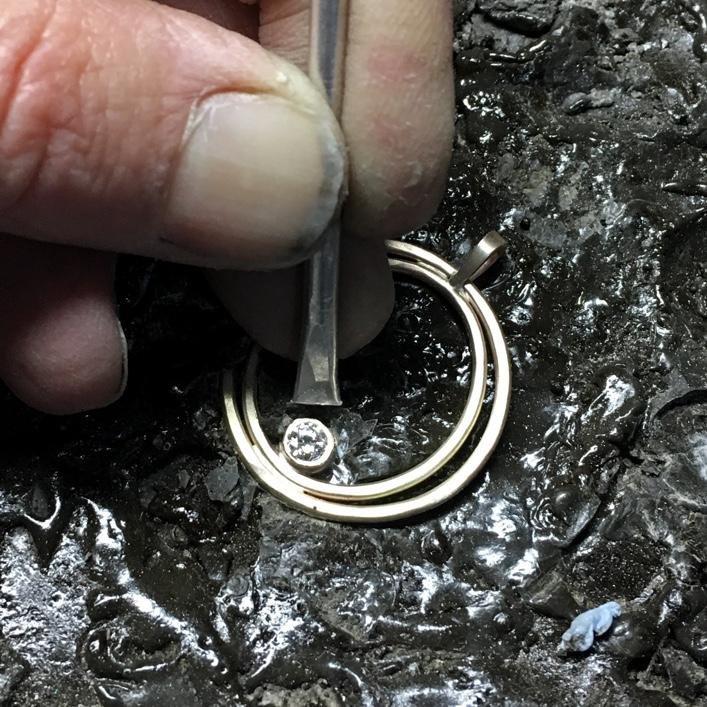 HJ_BESPOKE_SETTING_THE _DIAMOND