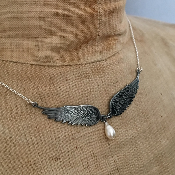 HJ_BESPOKE_angel_wings_pearl_drop