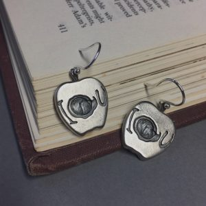 Sherlock-Moriarty's-Apple-Earrings