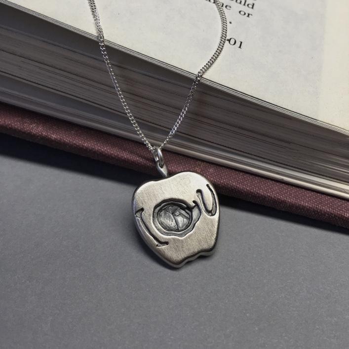 Sherlock-Moriarty's-Apple-Pendant