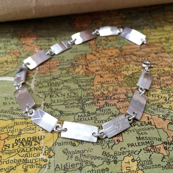 HJ_BESPOKE_FLAGBRACELET_MAP