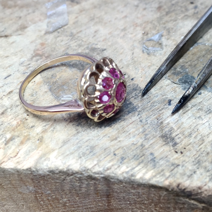 HJ_BESPOKE_RUBY_TWIST_RINGS
