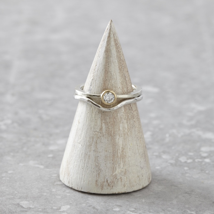 HJ_SHOP_RINGS_DIAMOND_SOLITAIRE_CURVE_WEDDING_BAND