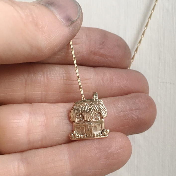 HBJ_BESPOKE_9CT_GOLD_COTTAGE_DOG_PENDANT3