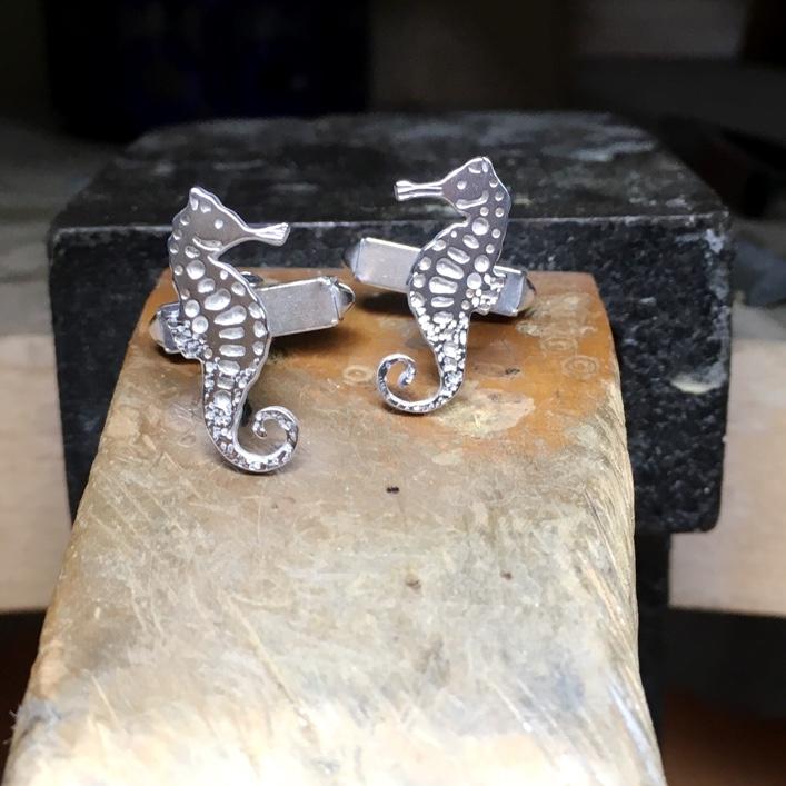 hbj_bespoke_seahorse_cufflinks