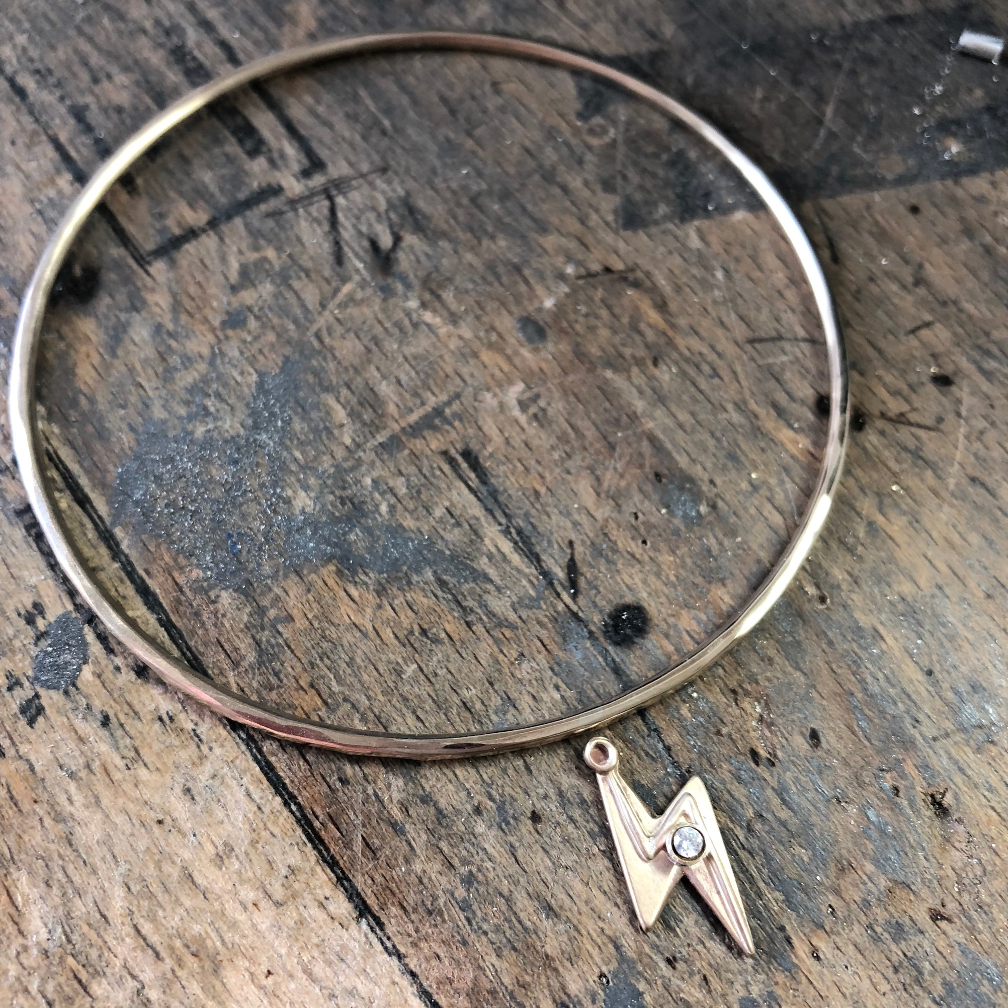 HBJ_BESPOKE_GOLDEN_LIGHTENING_BOLT_BANGLE